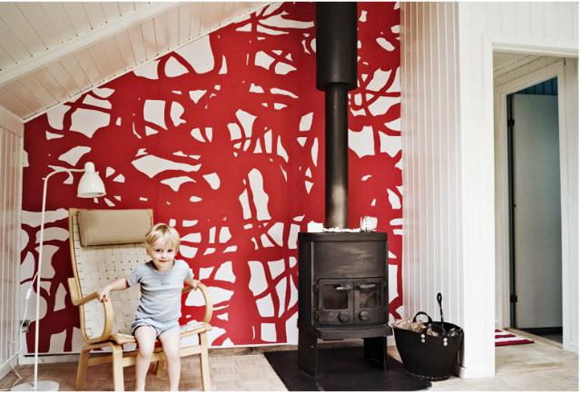 For at tilføre stuen i sommerhuset noget energi, er her sat ind med et grafisk værk, som er special-designet til huset. Værket tilføre energi og varme til rummet.