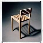 En ekstra stol til køkkenet eller entréen, hvor man kan slå sig ned for en kort bemærkning. En taburet med en ryg, der har lidt mere højde end almindelige spisebordstole. Prototype